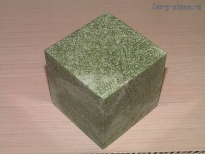 Куб из камня жадеит (67мм)